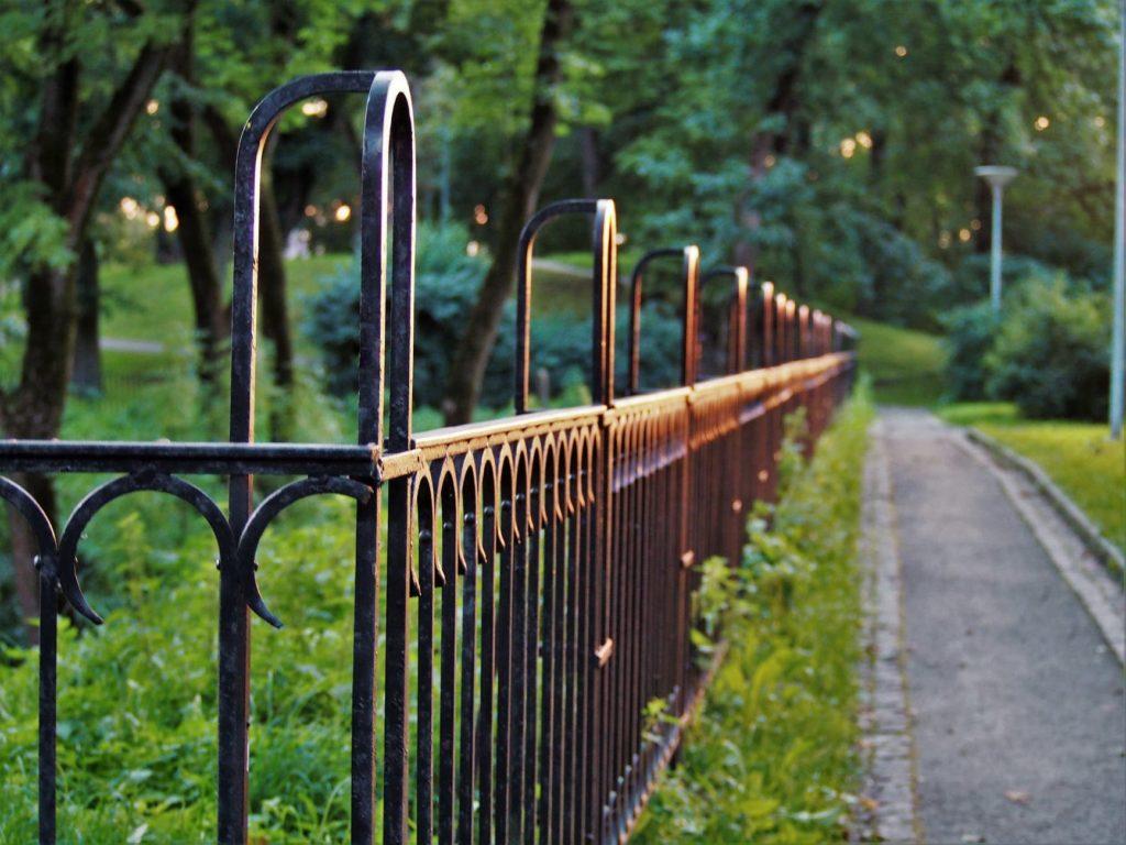 ограда за озеленяване на двор